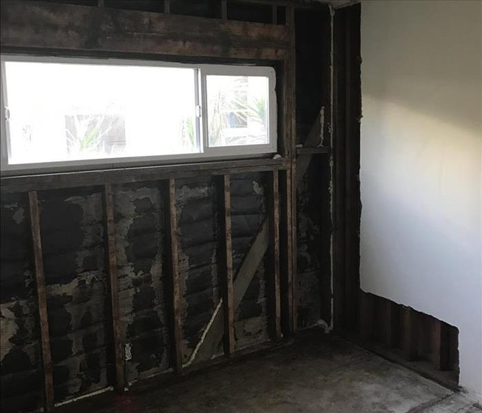 Storm causes water damage and mold growth in Glendale, CA After